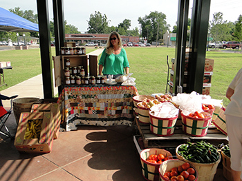 Image of vendor in a farmers market in Phillips County, Arkansas