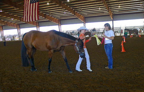 Showmanship Contestant Claims Award | Arkansas 4-H State Horse Show