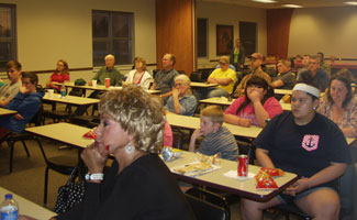 Picture of participants at the poultry seminar.